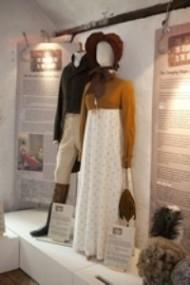 De Hamlet a Hollywood: exposición de trajes de película (incluida Orgullo y Prejuicio 1995) en Barley Hall,York.