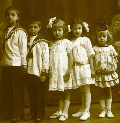 http://historiadelamodaylostejidos.blogspot.com.es/
