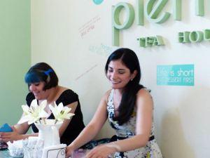 http://jaustenargentina.wordpress.com/2014/06/26/resena-de-la-primer-reunion-de-jane-austen-argentina/