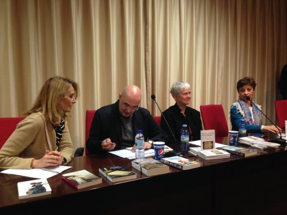 De derecha a izquierda, Pilar Vega, Inger Enkvist, José Manuel Mora y Hablando de Jane